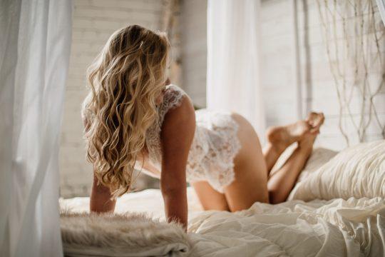 boudoir-on-bed-at-studio-appareatus-boudoir-session-by-minneapolis-boudoir-photographer